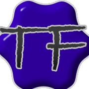 Ein blauer Tintenklecks und die Buchstaben T und F
